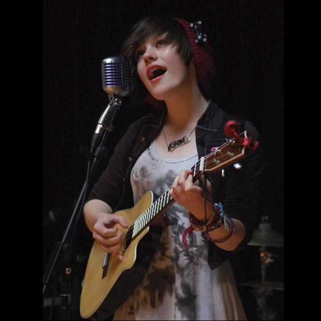 Zoe Bestel sings live